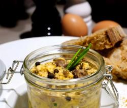 Brouillade d'oeufs aux champignons et ciboulette