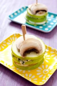 Millefeuilles de champignons à la fourme d'Ambert et pommes