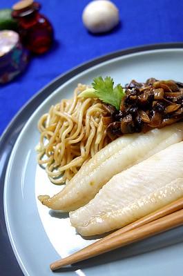 filet de sandre nouille chinoise au champignons